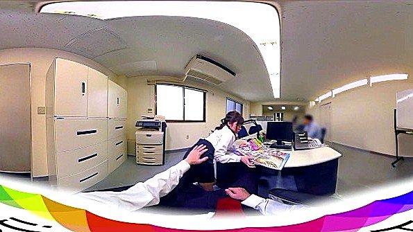 Потаскуха аматерша от 1-го лица на глазах у всех японка