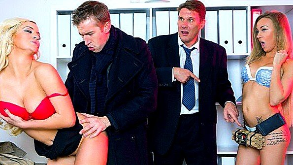 Блондинка грудастая жесткий секс секс-пародия (Sienna Day)