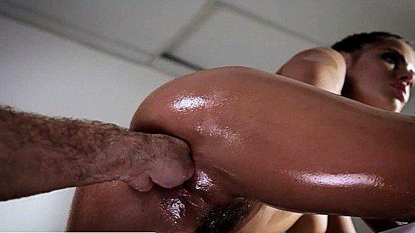 Брюнеточка жесткий трах изнасиловали симпатичная оргазм струёй фистингует (Adriana Chechik, Chad White, Tommy Pistol)