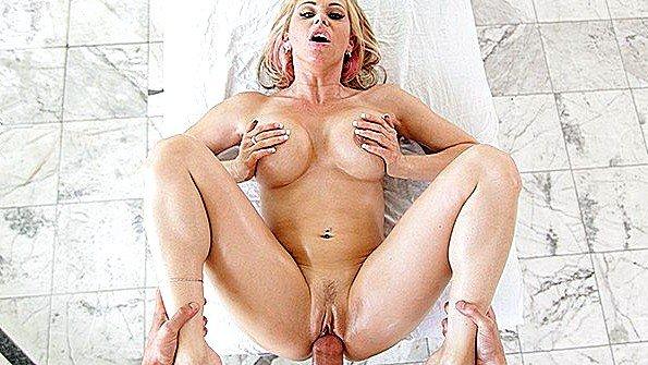 Девицу с большими дойками жестко задолбили мамашка (Rachel Roxxx)