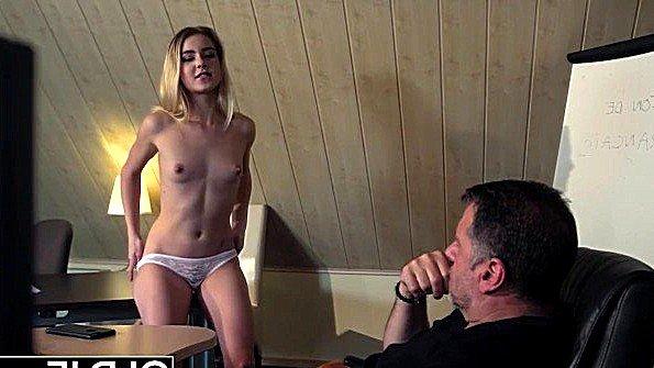 Жестко оттрахали сексапильная лижет пилотку молодая под музыку дедок секси стриптиз