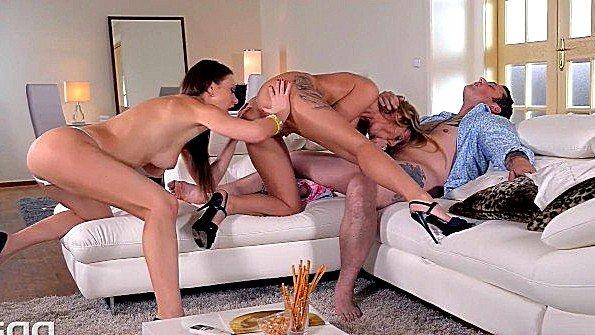 Сисястая брюнеточка жесткий трах зрелая секс втроем (Antonia Deona, Tina Kay)