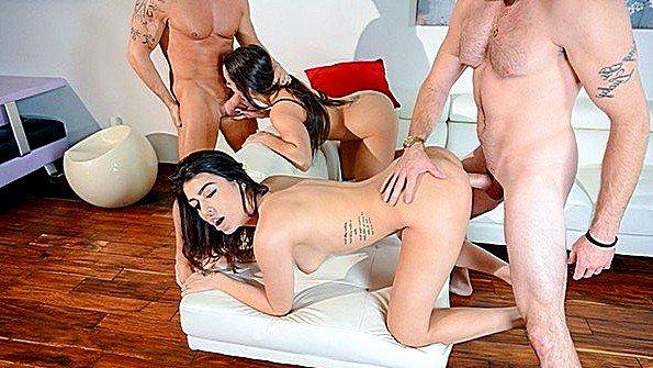 Телка групповой секс инцест со спермачём с маленькими сисями молодуха (Audrey Royal, Lily Adams)