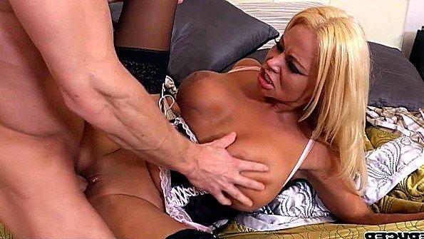 Девицу с большими дойками жестко задолбили мамашка (Nikita Von James)