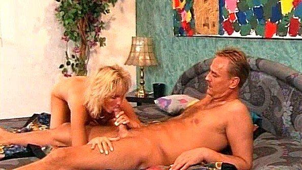 Блонда жесткий трах с маленькой грудью старая