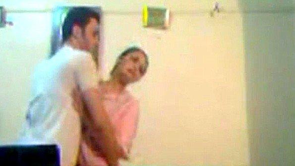 Крупным хуем перед камерой в хиджабе старуха
