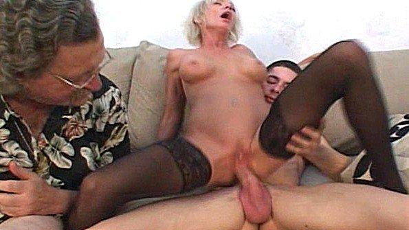 Блондинка грудастая большим хуем матюрка