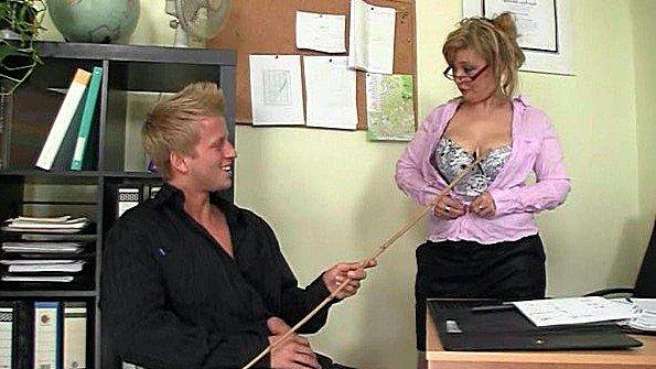 Блонда сисястая жесткий трах старая