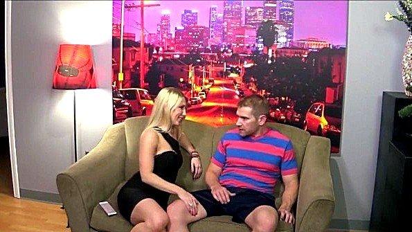 Блондиночка милфа молоденькая порево втроем (Alex Adams, Ashley Fires, Riley Reyes)