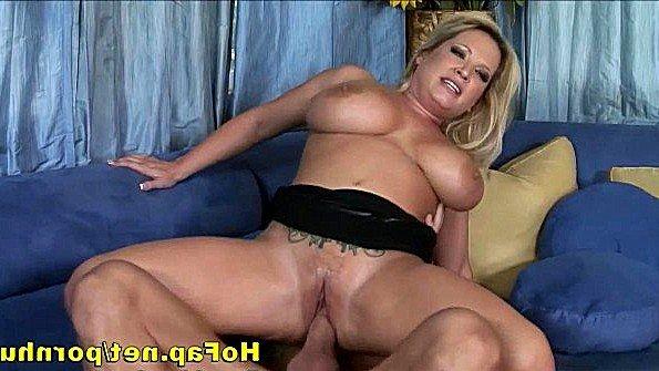 Красавицу с крупными дойками жестко дерут мамка (Rachel Love)